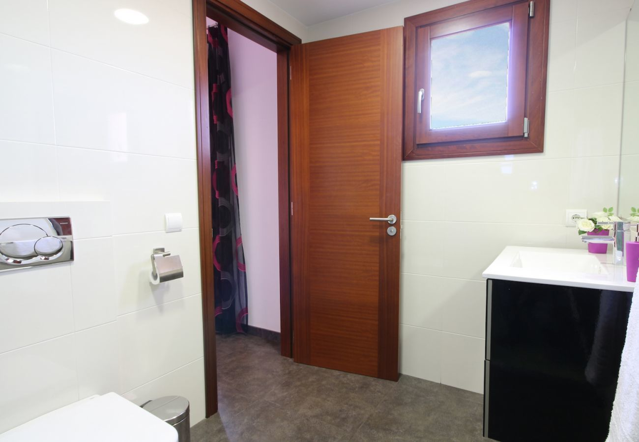 4 DB, 3 bathrooms(2 en suite), large private pool, nice barbecue area, children's playground, free wifi internet.