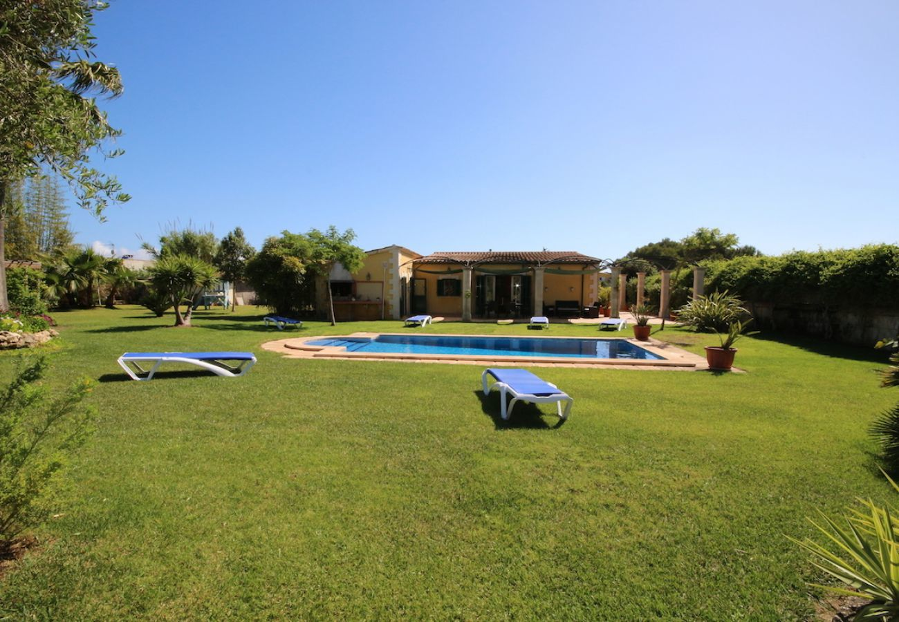 3 double bedrooms, 2 bathrooms, air conditioning, free Wi-Fi, very close to Playas de Muro / Can Picafort