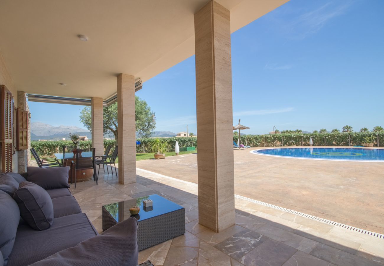 3 double bedrooms, 2 bathrooms, large private pool, nice barbecue area, children's playground, free wifi-high-speed internet