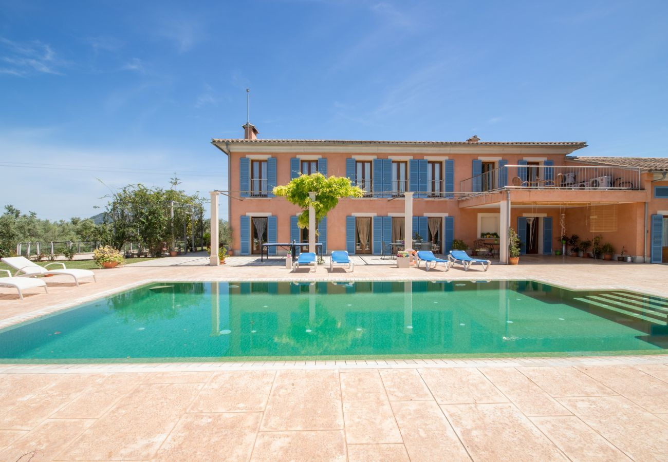4 Double bedroom, 2 Single bedroom, 6 bathrooms, fitness room, pool, garden and BBQ, WIFI, view of the Tramuntana mountains