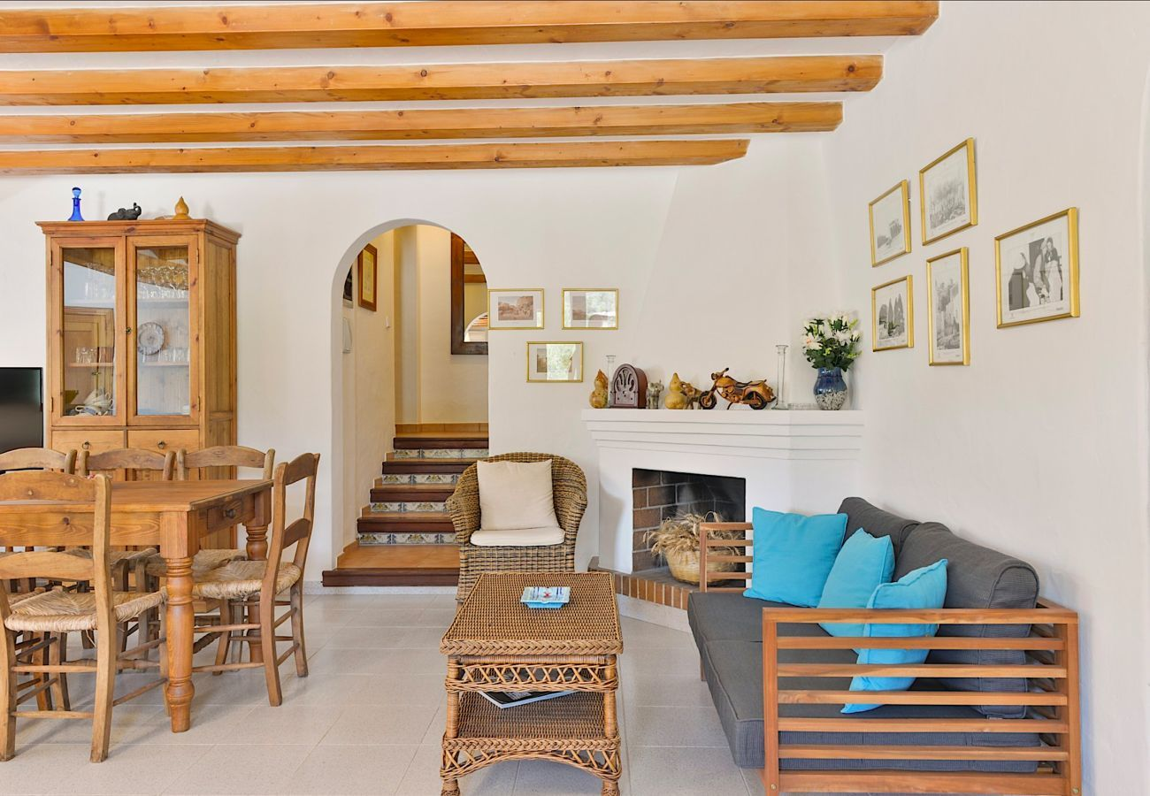 4 bedrooms, bathroom, terrace, barbecue, fireplace, iron, internet access (wifi), hairdryer, AC only in lounge, private pool