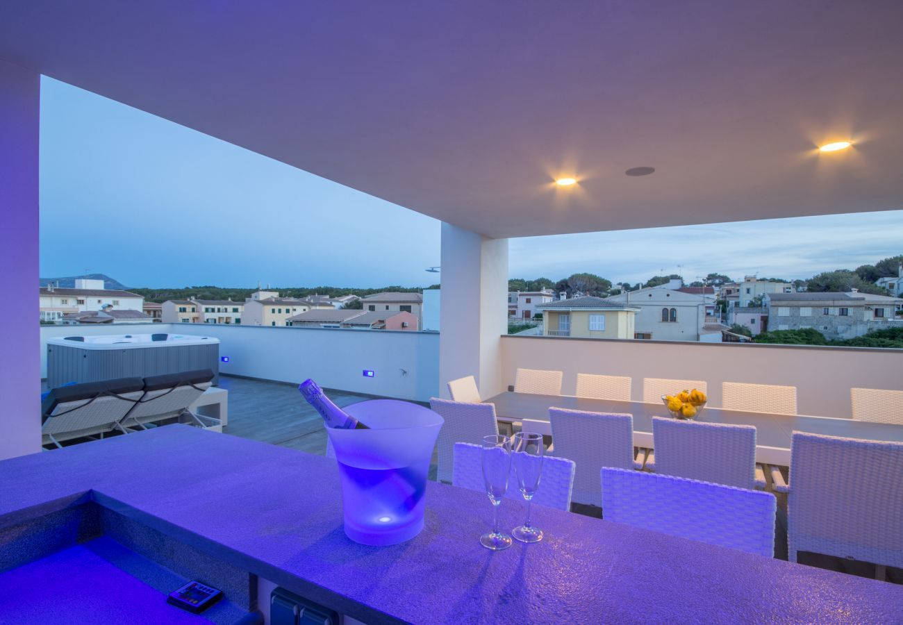 6 DBR, 7 BR, AC, fitness pool, roof terrace with heated whirlpool, music/light-system, bikes.