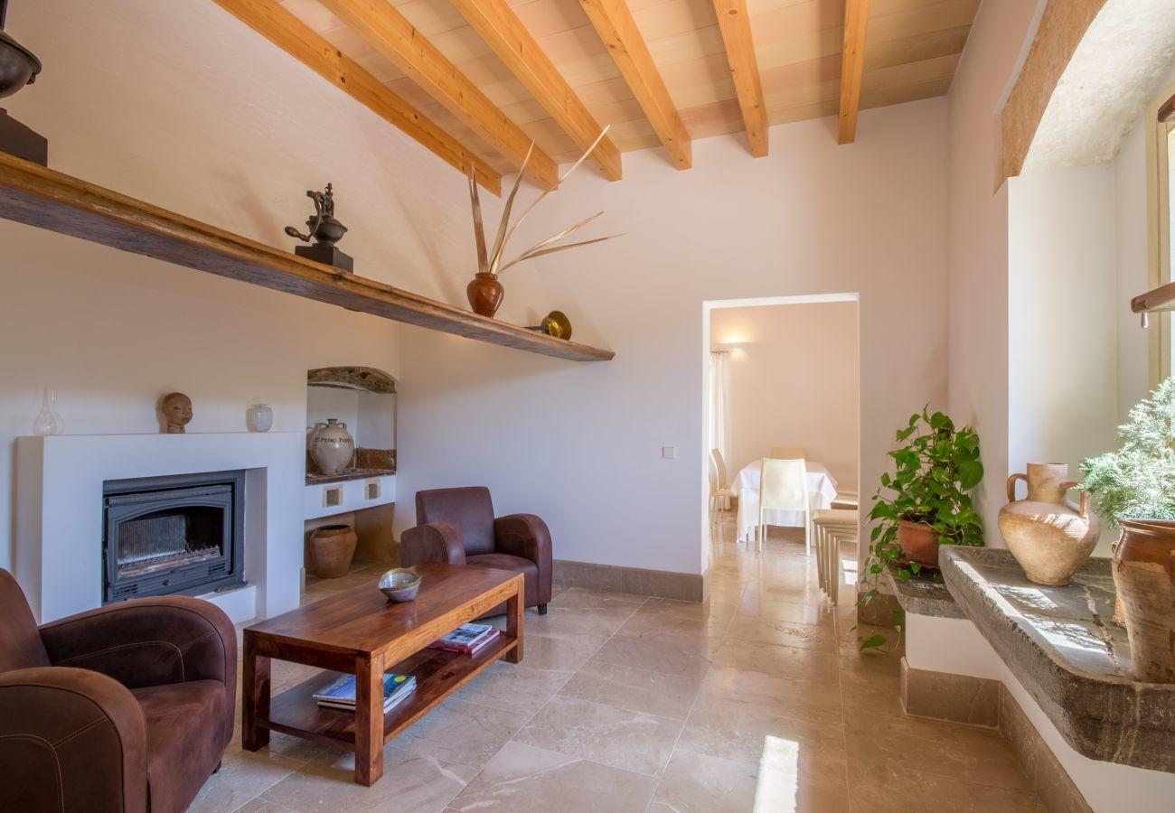 8 DBR, 8 BR en suite, 1 outdoor bath, 2 guest WCs, XXL pool, several terraces, garden & in-house bodega.