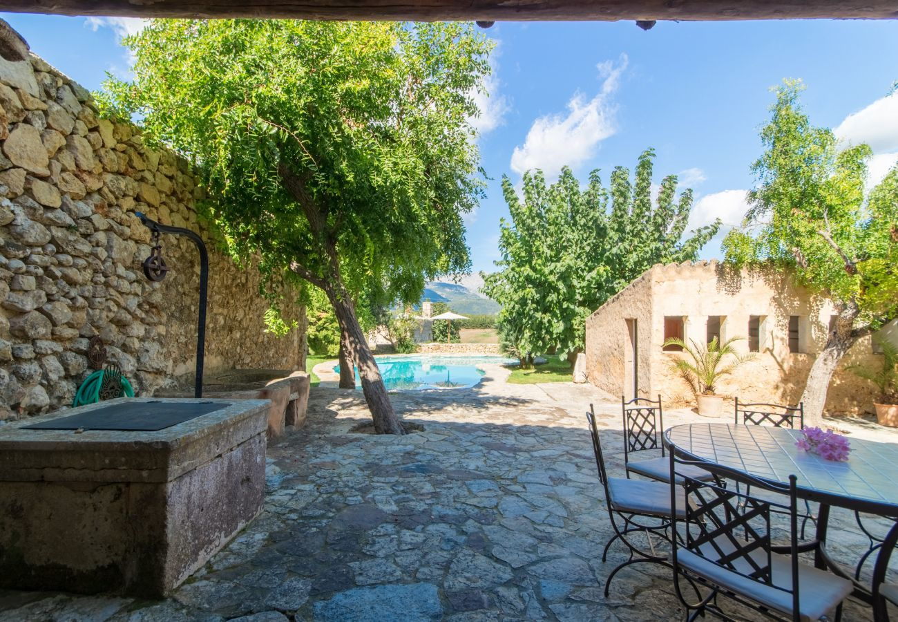 5 DBR, 5 BR, extra beds, AC, chimney, free Wifi Internet, wonderful garden with large pool and great BBQ area