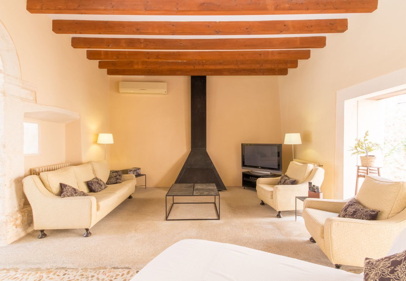 3 DBR, 3 BR, AC, Chimney, free Wifi-Internet, large Pool, garden with well equipped BBQ area and sun loungers, near Búger