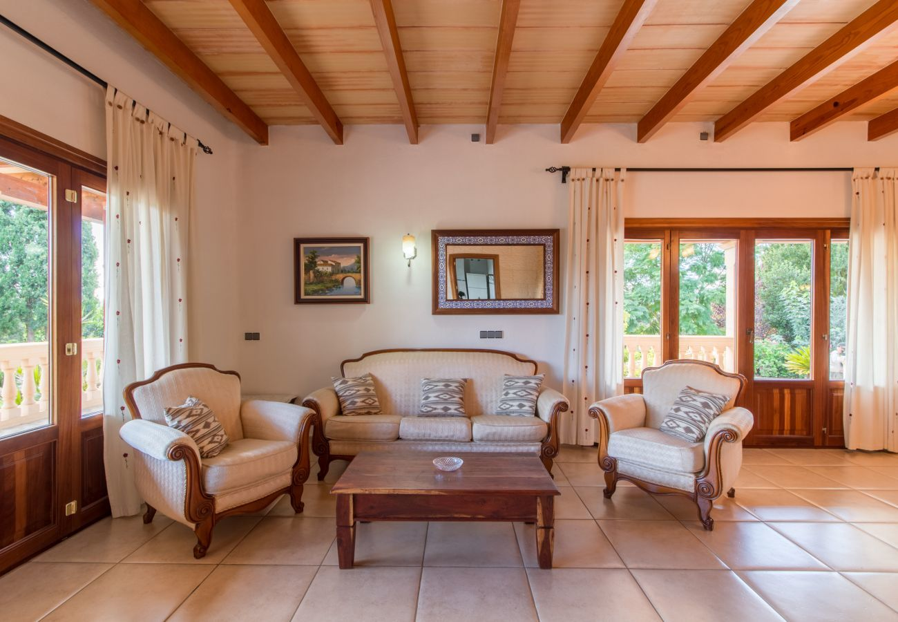 3 DBR, 2 BR, air conditioning, free Wifi-Internet, garden with XXL-pool, outside shower and barbecue house