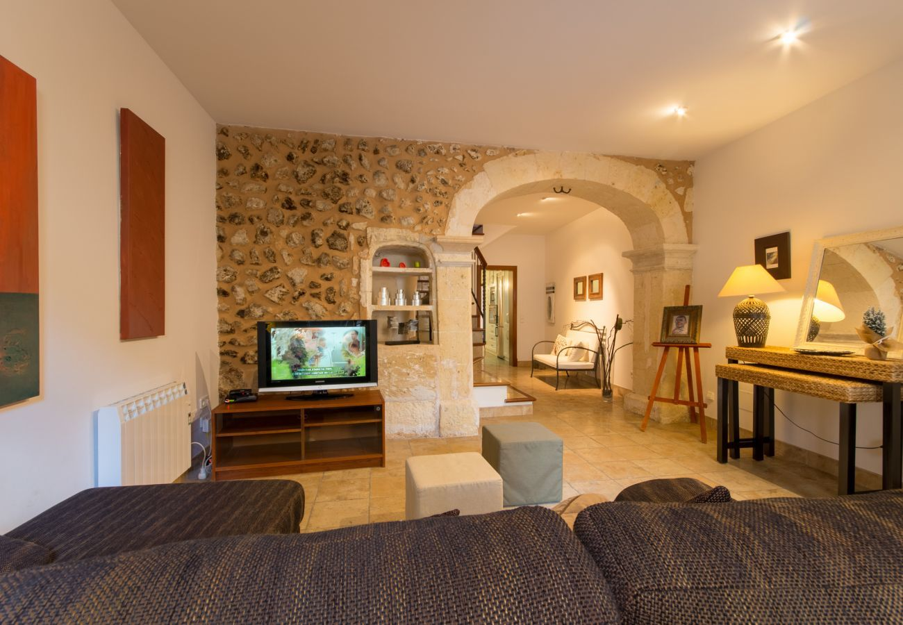3 DBR, 1 BR, 1 guest toilet, air conditioning, free wifi, close to all amenities