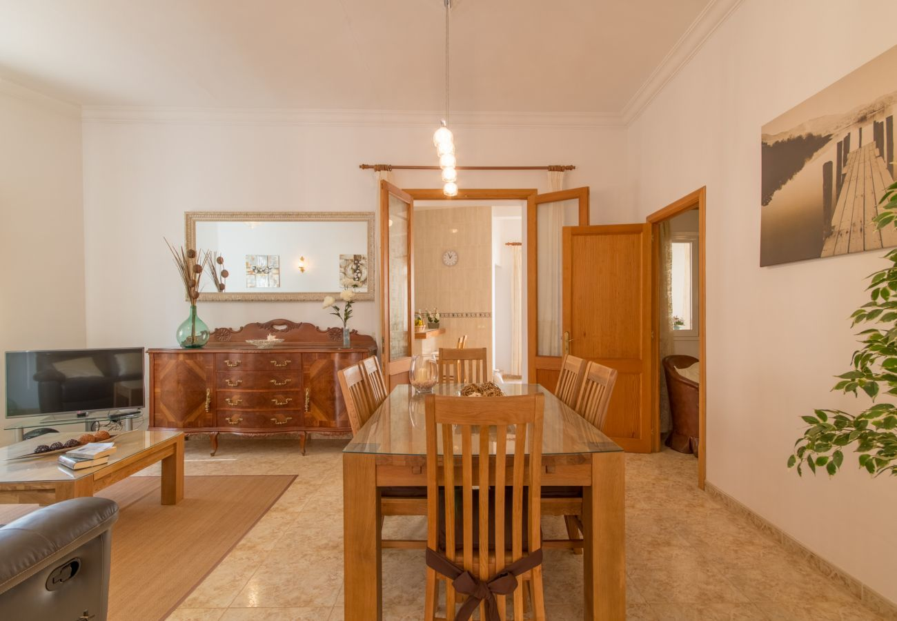3 DBR, 3 BR, air conditioning, free wifi, pool terrace with barbecue area