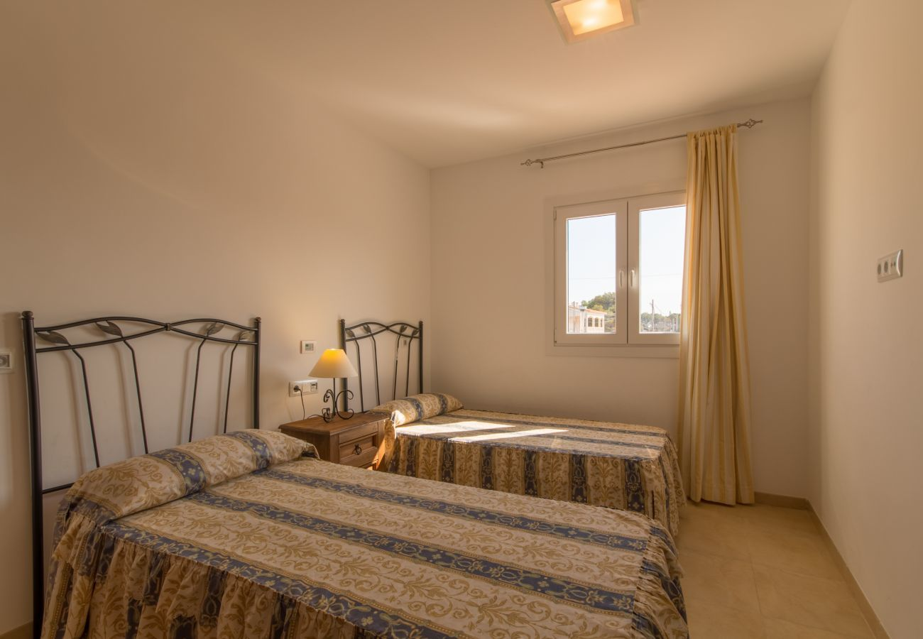 Townhouse ideal for enjoy the sea and the beach, 3 bedrooms, 2 bathrooms, 1 toilet, AC, free Wifi, terraces and barbecue.