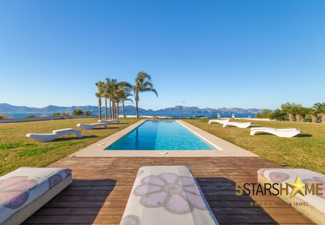 8 DBR, Master-suite, 12 BR, wellness, fitness, indoor and outdoor pool, tennis court, wine cellar, huge garden, helipad.