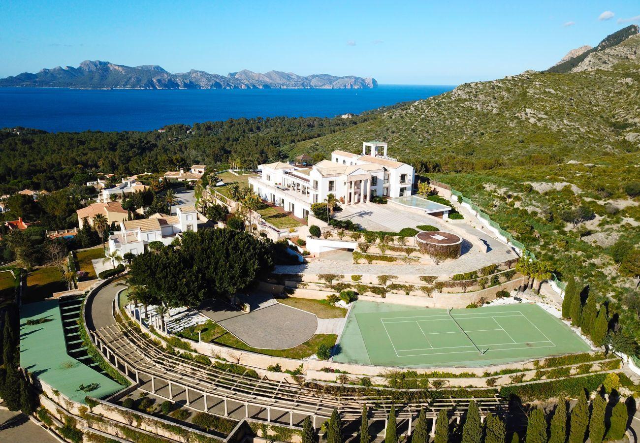 8 DBR, Master-suite, 12 BR, wellness, fitness, indoor and outdoor pool, tennis court, wine cellar, huge garden, helipad