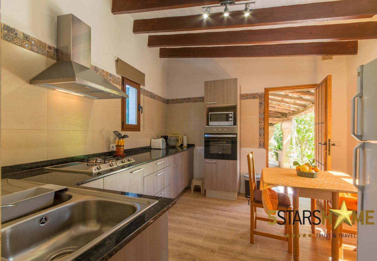2 double bedrooms, 2 bathrooms, 1 sleeping place for 2 extra persons, free wifi, AC, garden with barbecue.