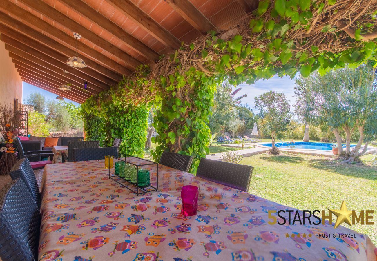 4 double bedrooms, 3 bathrooms, free WIFI, garden, pool, terrace, BBQ, children's area, central heating, AC in bedrooms.